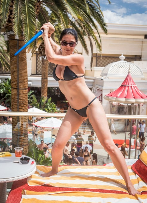 Adrianne Curry In Bikini Celebrates Her Th Birthdayat Encore Beach Club In Las Vegas Beach