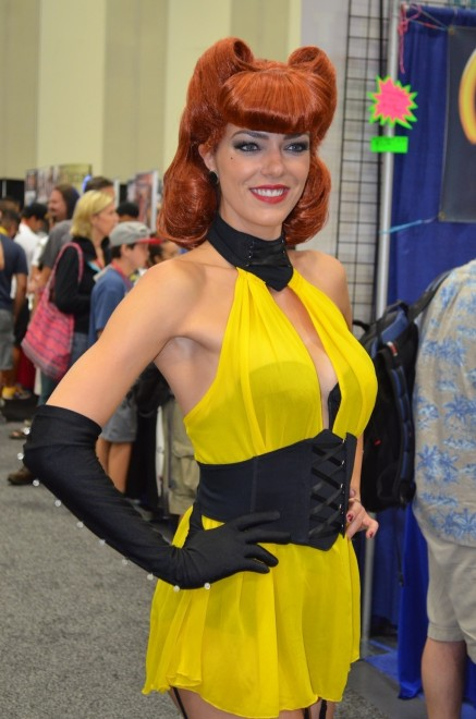 Comic Con Cosplay Silk Spectre Adrianne Curry Selfie