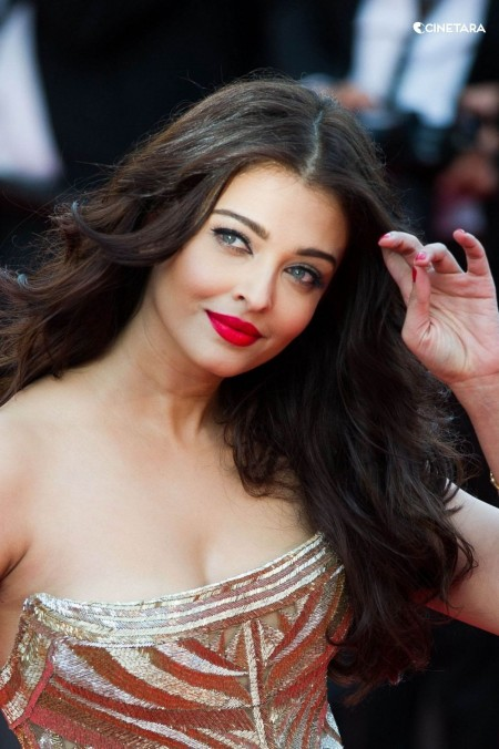 Aishwarya Rai Bachchan Hot Photos
