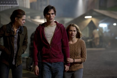 Picture Of Nicholas Hoult Teresa Palmer And Analeigh Tipton In Iubitul Meu Zombi Large Picture