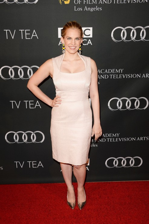 Veep Star Emmy Nominee Anna Chlumsky Wore Pale Pink Number Veep