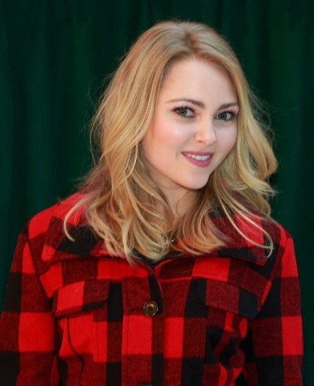 Annasophia Robb At Holiday Denim Recycling Event In New York