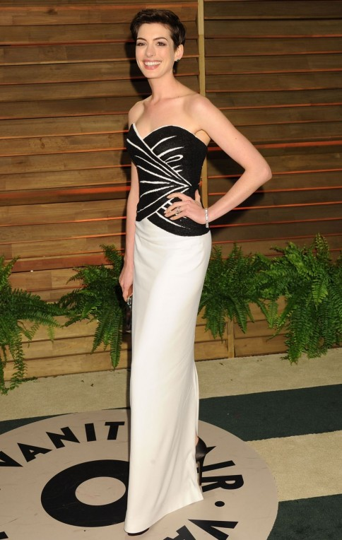 Anne Hathaway At Vanity Fair Oscar Party In Hollywood