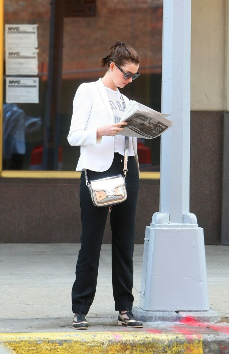Anne Hathaway Waiting For Car In Nyc Car