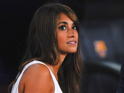 Antonella Roccuzzo Is Dating Lionel Messi The Two Have Son Named Thiago