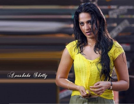 Anushka Bshetty Bhot Hot With Jagapathi Babu