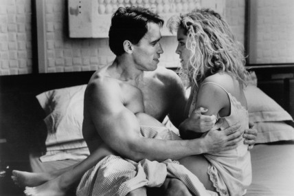 Still Of Arnold Schwarzenegger And Sharon Stone In Total Recall
