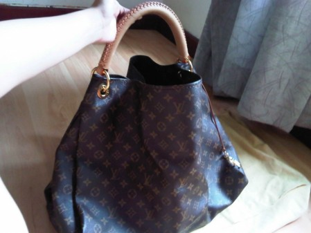 Lv Artsy Bag Excellent Condition Size Gm Img