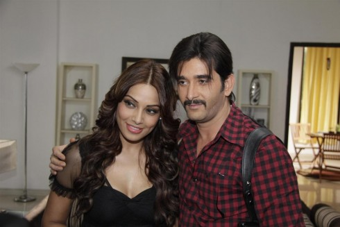 Ec Uz Hg Dze Bipasha Basu With Behzaad Khan On The Sets Of Star Plus Tv Series Arjun During Film Aatma Promotions Tv