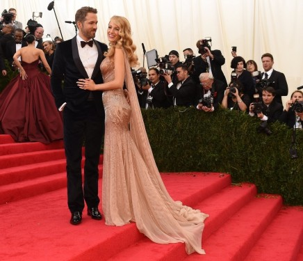 Ryan Reynolds Blake Lively Stopped Landing And Ryan Reynolds