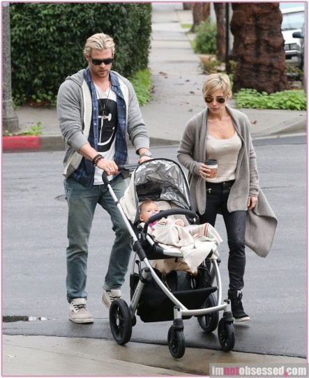 Chris Hemsworth Elsa Pataky Take India Out To Breakfast Wife
