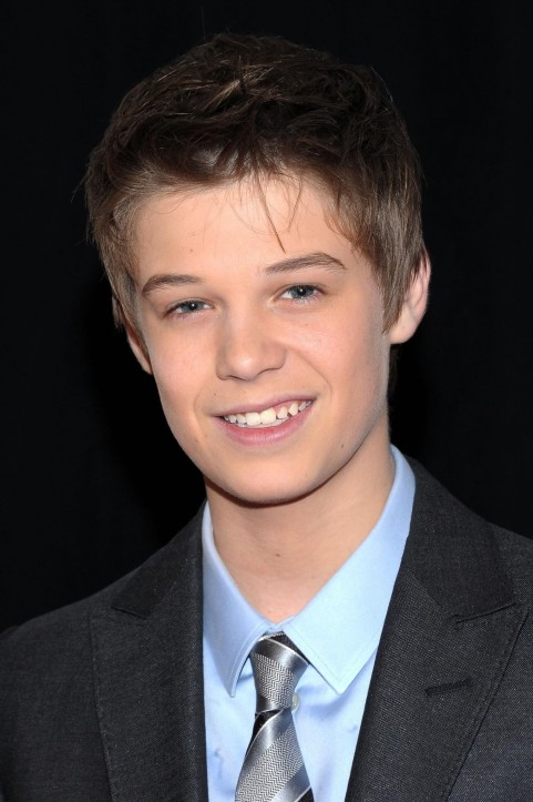 Colin Ford At Event Of Avem Un Zoo Large Picture And Elle Fanning