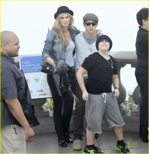 Nick Jonas Girlfriend Delta Goodremfull Sized Photo Of Nick Jonas Delta Goodrem Sightseeing Fgrpur Fashion