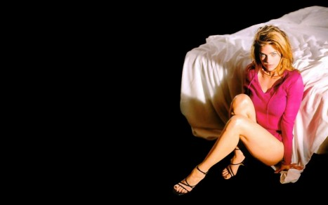 Denise Richards Bed Wallpaper