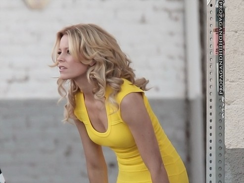 Elizabeth Banks Walk Of Shame Set Candids In Los Angeles Movies