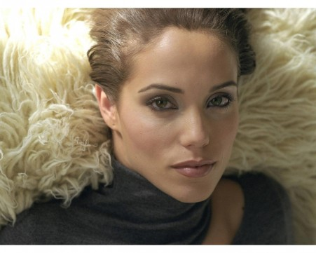 Elizabeth Berkley Closeup Wallpaper