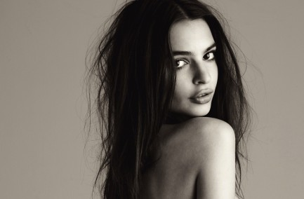 Emily Ratajkowski Shared Photo America