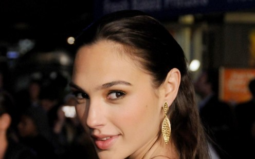 Gal Gadot Smile Wallpaper Hd Beach
