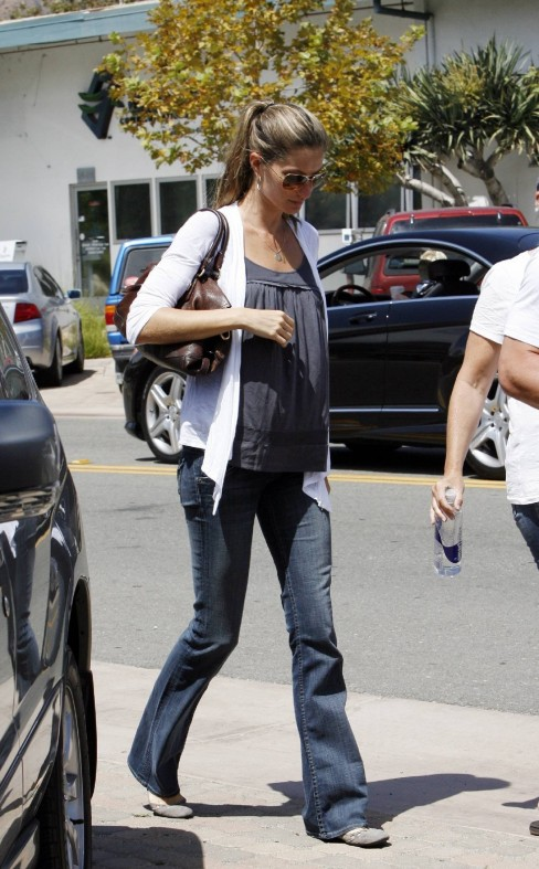 Gisele Bundchen Leaving Taverna Toni In Malibu Fashion