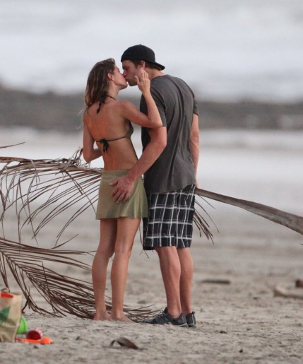 Gisele Bundchen Tom Brady Kissed Hugged Wedding