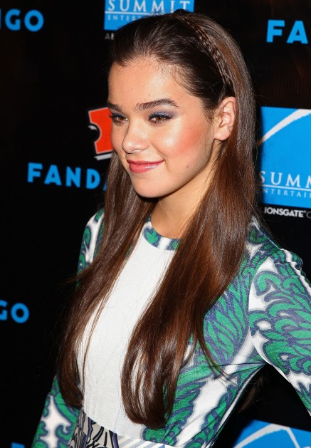 Hailee Steinfeld Also Comic Con She Went Tiny