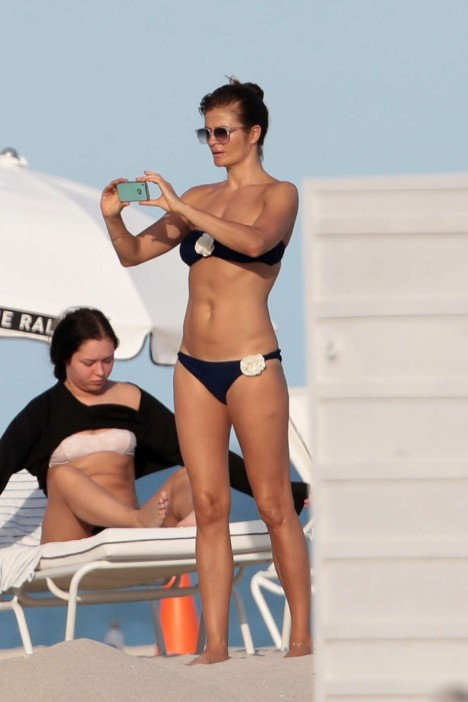 Helena Christensen Bikini Potos Miami Beach