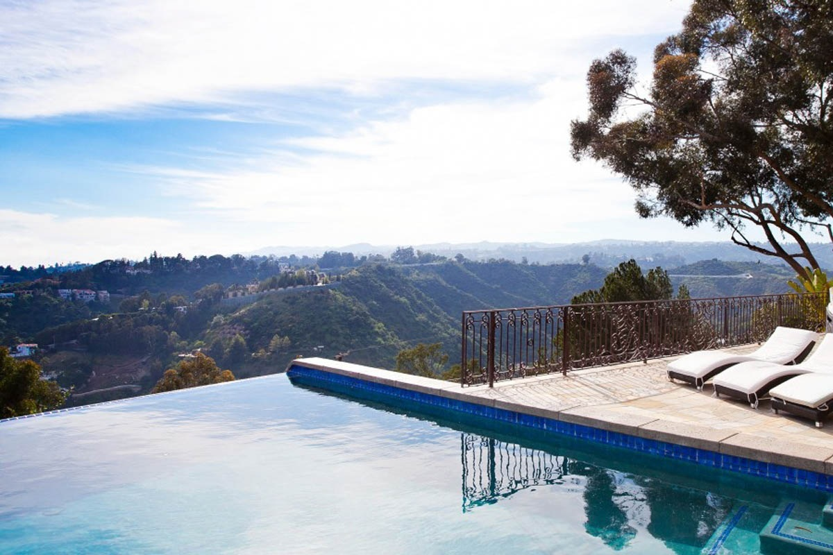 Home In Hollywood Hills Wallpaper