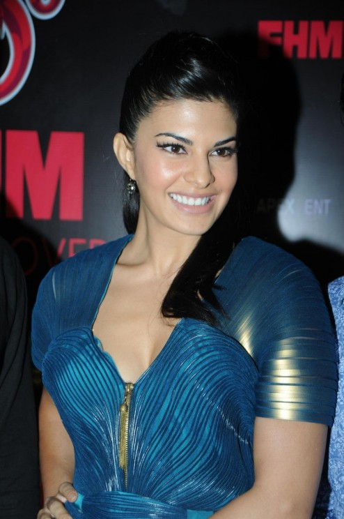 Jacqueline Fernandez Posing At Sol Beer Launch At Royalty Pub In Mumbai  Without Makeup