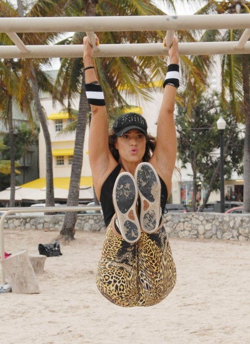 Jennifer Nicole Lee Working Out On Beach In Miami