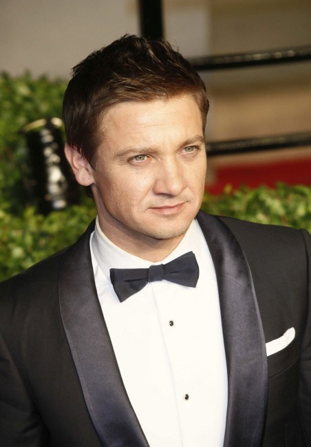 Jeremy Renner Face Pictures