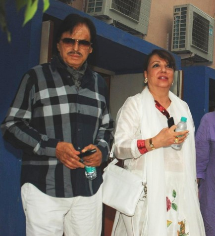 Dzxj So Sanjay Khan With Wife Zarine Khan At The Condolence Meet Of Actress Jiah Khan