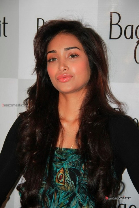 Jiah Khan Bollywood Actress Hot Photos