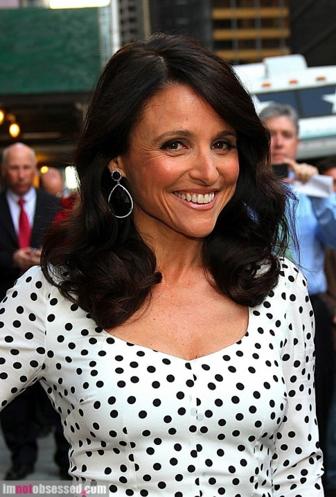 Julia Louis Dreyfus And Billy Crystal Stop By The Late Show Family