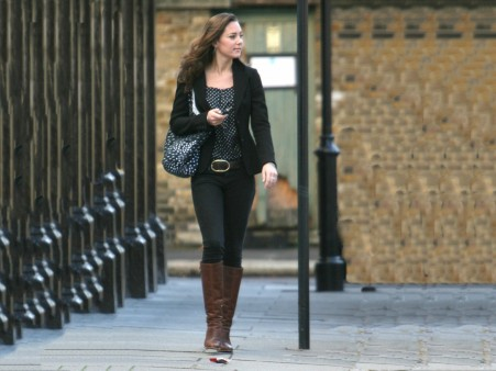 Kate Middleton Walking On Road Wallpaper