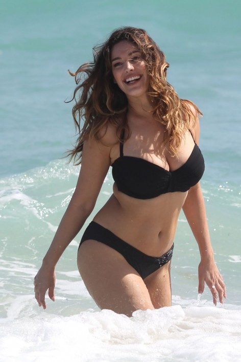 Kelly Brook In Bikinis At Photoshoot On The Beach In Miami