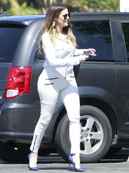 Khloe Kardashian In White Jeans Hot