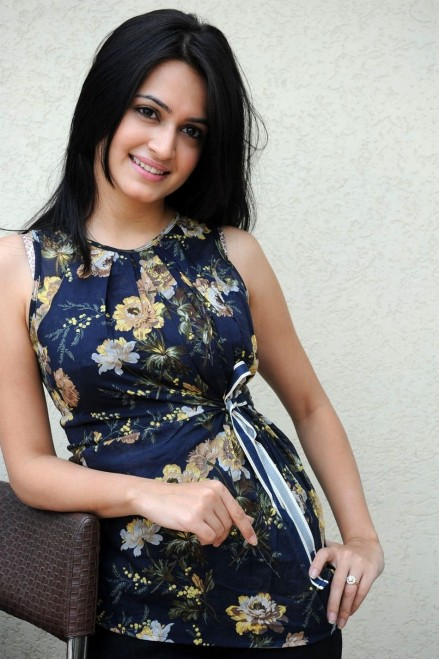 Kriti Kharbanda Hot Pics In Salwar