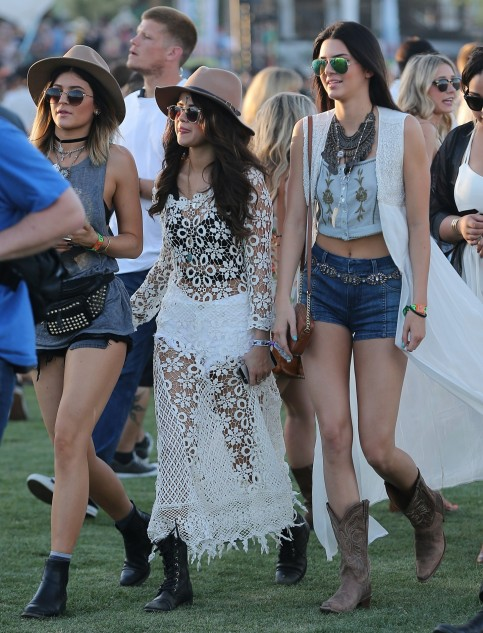 Netloid Kendall Jenner Alessandra Ambrosio Selena Gomez And Kylie Jenner Hanging Out And Having Good Time At The Coachella All In Pictures
