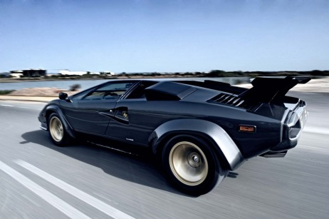 http://cdn29.us1.fansshare.com/images/lamborghinicountach/lamborghini-countach-tearing-up-the-street-1407859131.jpg