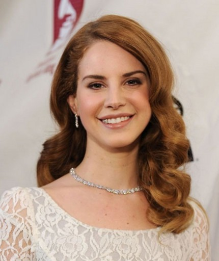 Lana Del Rey Barrie James Oneill Engaged Engagement Engagement Rings Celebrity Weddings Main
