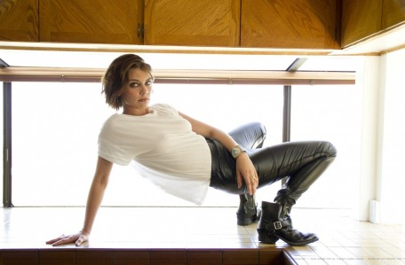 Lauren Cohan Photoshoot For Esquire Magazine Photo Shoot