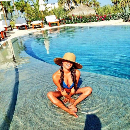 Lea Michele Carried Wide Brim Hat Poolside Protect Her Hair Beach