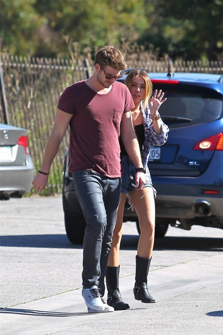 Miley Cyrus And Liam Hemsworth Hot