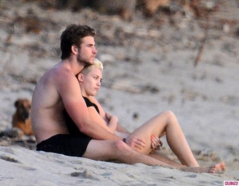 Miley Cyrus And Liam Hemsworth Pack On Pda In Costa Rica