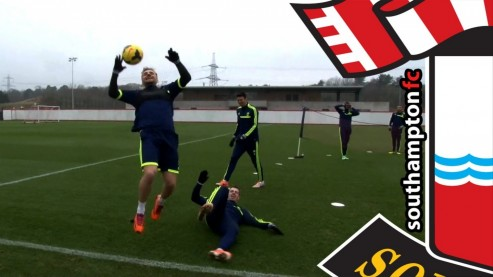 Luke Shaw Vs Mauricio Pochettino Manager Takes On England Youngster In Training