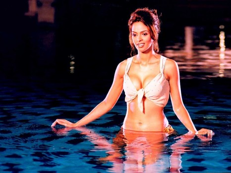 Mallika Sherawat Hot In Pool