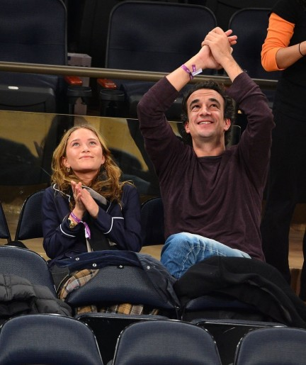 Mary Kate Olsen Olivier Sarkozy Clapped Stands Together And Olivier Sarkozy