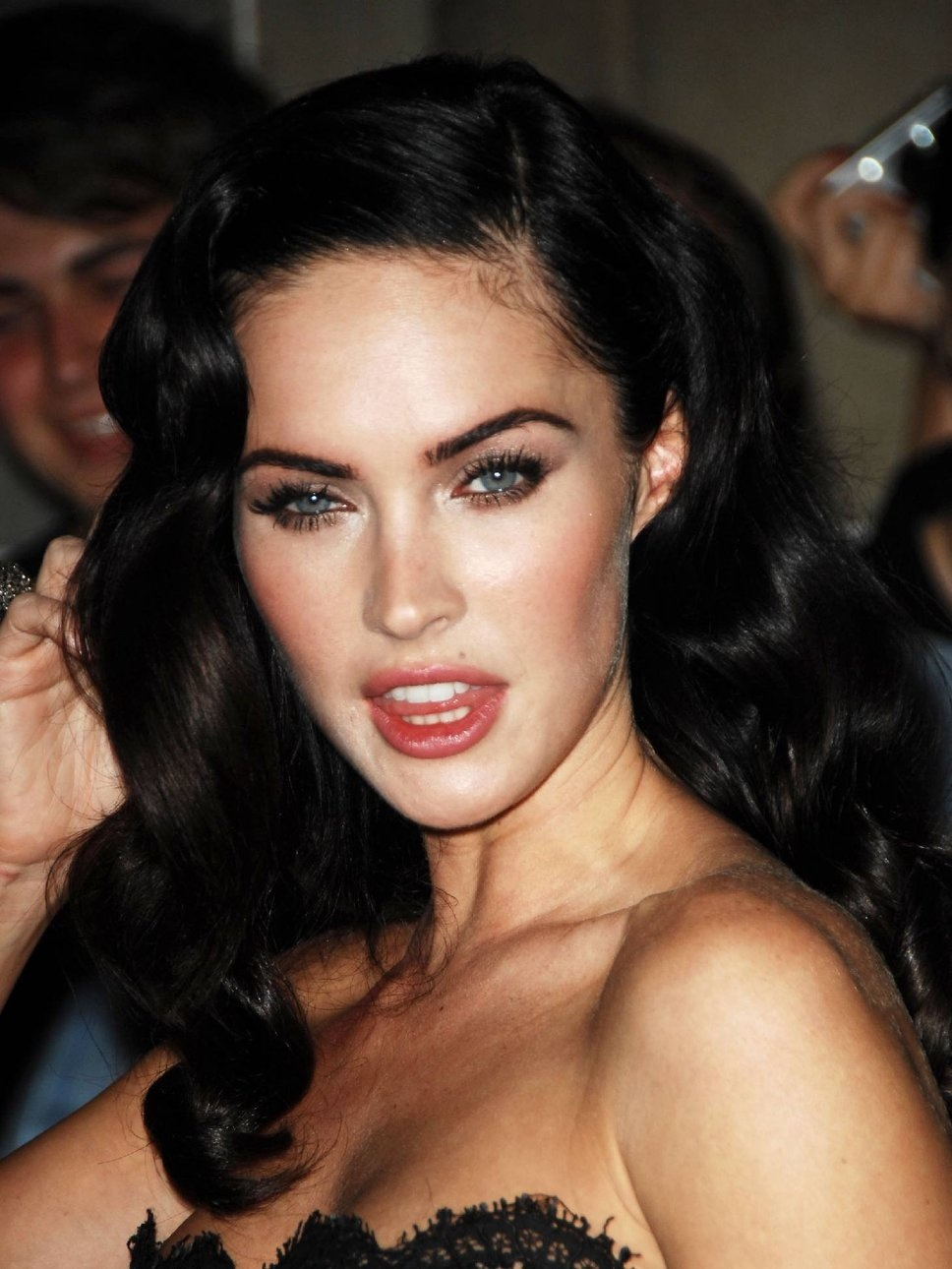 Megan Fox Hairstyles Fashion
