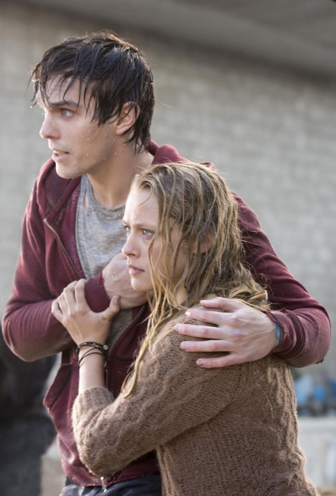 Still Of Nicholas Hoult And Teresa Palmer In Iubitul Meu Zombi