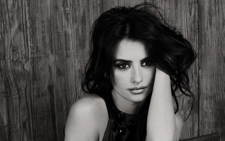 Penelope Cruz Black Wallpaper
